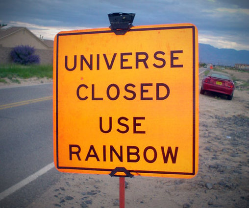 Schild warnt vor geschlossenem Universum