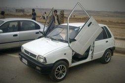 Altes Auto mit Flügeltüren