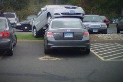 Einfach mal auf einem anderen Auto parken