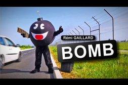 Als Bombe verkleidet an Tankstelle, Flughafen und Bahnhof