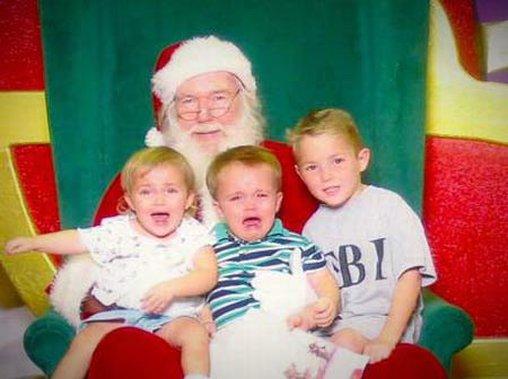 Ein Kleiner mag den Weihnachtsmann nicht so sehr