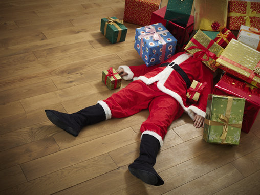 Ein harter Arbeitstag: Der Weihnachtsmann ist erledigt