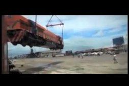 Autsch! Kranfahrer lässt Waggon fallen