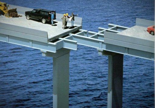 Diese Brückenkonstruktion kann nur noch durch eine Rampe gerettet werden.