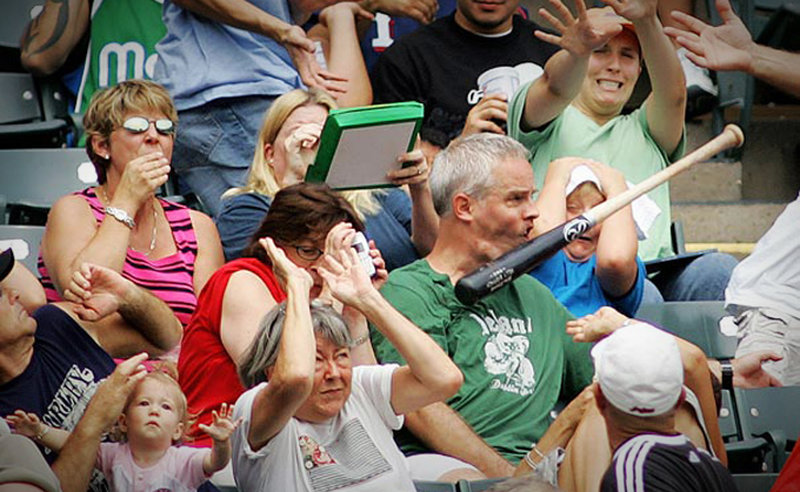 Baseball schläger trifft Zuschauer