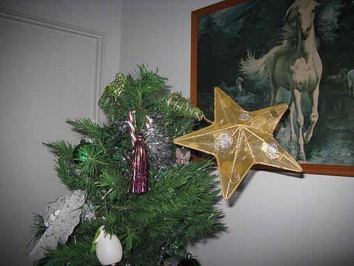 Der Stern war einfach zu schwer für den Christbaum.