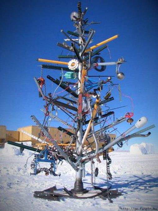 Manche bezeichnen es als moderne Kunst, andere würden sagen: Christbaum-Fail.