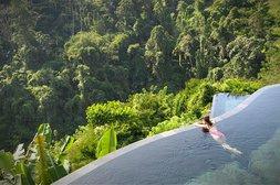 Vom Pool aus auf den Dschungel schauen