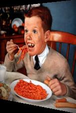 Verrücktes Kind mit Spaghetti