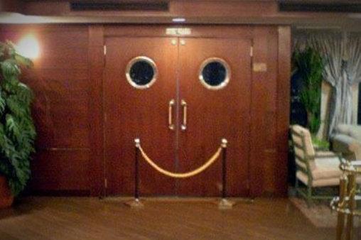 Lächelnde Tür garantiert gute Laune