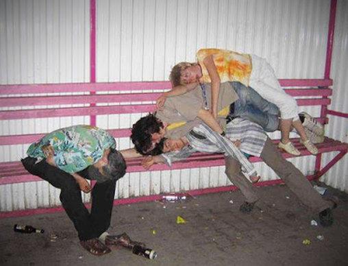 Übereinander schlafen nach der Party