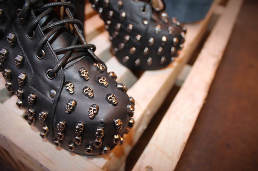 Auch diese Schuhe dürften für Kinder nicht die richtige Wahl sein