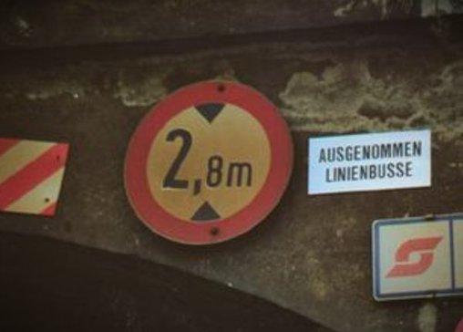 Schön, dass sich Linienbusse nicht an die Höhenbeschränkung halten müssen.