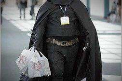 Batman hat zugelegt und präsentiert sich in entsprechendem Kostüm