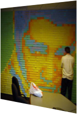 Elvis lebt! Als Post-It Art an der Wand.