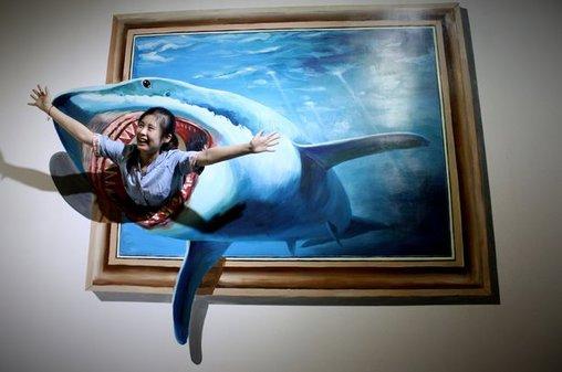 Wer hat Angst vorm weißen Hai? Diese Dame ganz bestimmt nicht...