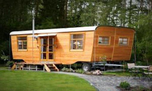 Wohnwaggon mit viel Holz