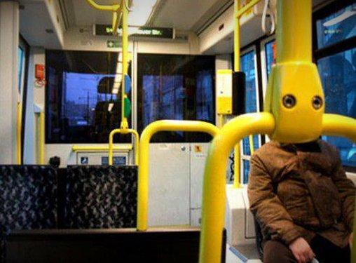 Bitte lächeln in der Straßenbahn