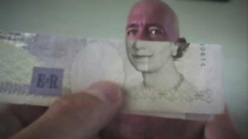 Geldschein und Gesicht