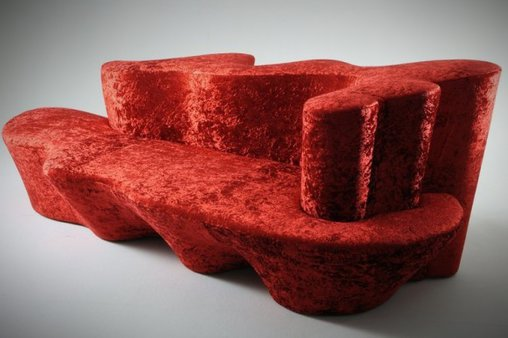 Ein rotes Etwas als Sofa