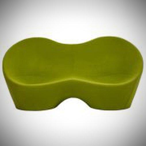 Ein sehr schlichtes Sofa