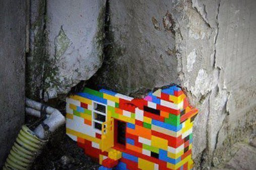 Kleine Legosteine sollen große Mauer stabilisieren