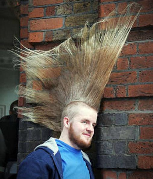 Irokese mit sehr viel Haarspray