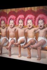 Tanzende Babys mit dem richtigen Hüftschwung