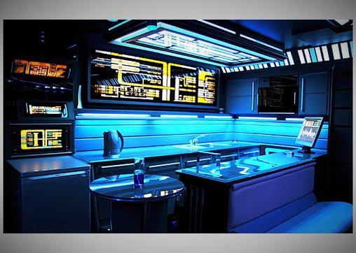 Ob Tony hier wohl auch klingonische Würmer serviert?