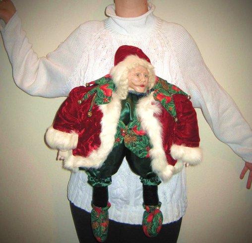 Pulli mit lebensechter Weihnachtsmann-Figur – Gruselig!