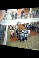 Flashmob: Einer passt nicht dazu