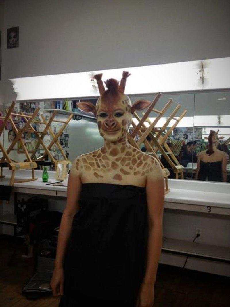 Giraffe M Mensch mit perfektem G...