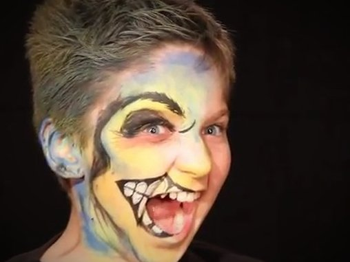 Make-up kann auch unterhalten