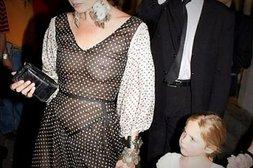 Kate Moss, ungewollt nackt im durchsichtigen Kleid