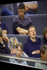 Ein echt langweiliger Schul-Ausflug: Alle schlafen!
