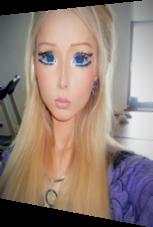 Große blaue Augen – Real Life Barbie