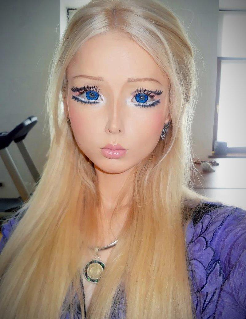 gro e blaue augen real life barbie. Black Bedroom Furniture Sets. Home Design Ideas