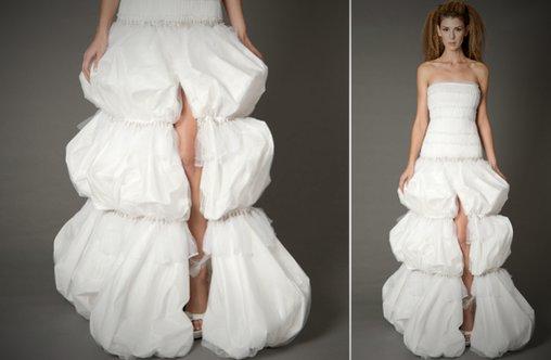 Hochzeitskleid mit Blick auf's Bein
