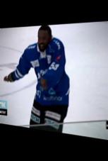 Dieser Eishockey-Spieler freut sich sehr
